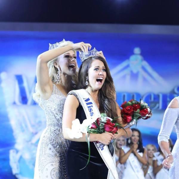 Miss America 2017 Savvy Shields, Miss America 2018 Cara Mund (Miss America Organization/Facebook)
