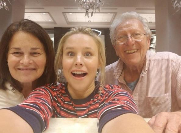 Susan Gad, Kristen Bell, Josh Gad's father (Josh Gad/Instagram)