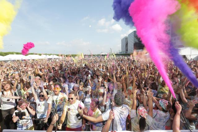 The more than 6,000 participants at MOA Grounds last weekend, enjoying the colour festival, at Color Manila's Glitter Run.