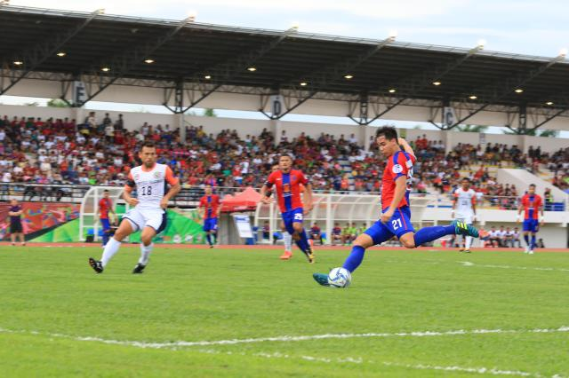 James Younghusband of Davao Aguilas FC goes for the  second goal, on the 65th minute.