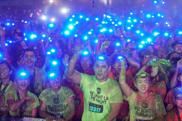 LIKE FIREFLIES.  Two thousand  runners gather at Tanay Park, located at Tanay, Rizal Saturday night, for COLOR MANILA's CM Blacklight Run.