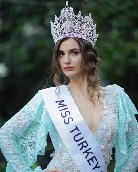 Asli Sümen (Facebook/Miss Turkey)