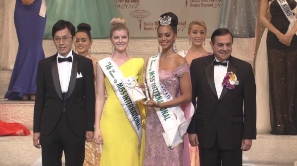Miss International 2016 first runner-up Alexandra Britton, Miss International 2017 first runner-up Chanelle De Lau