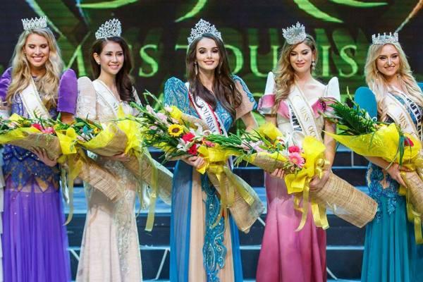Francisca Paz Lavadero Ceballos, Lien Phuong, Aibedullina Talliya, Johanna Arcs, Talitha Bothma (Facebook/World Miss Tourism Ambassador)