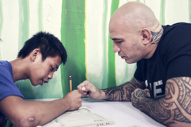 Tondo kid with Brandon Vera