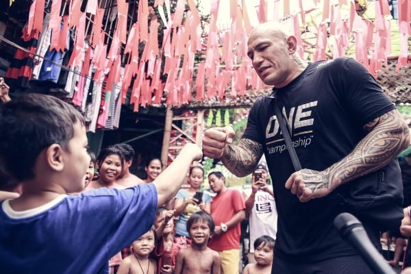 Tondo children with Brandon Vera