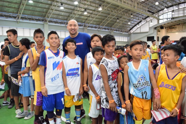 Alaska Coach Jeffrey Cariaso with young players from Higa-onon, Manobo and Banwaon ethnic groups