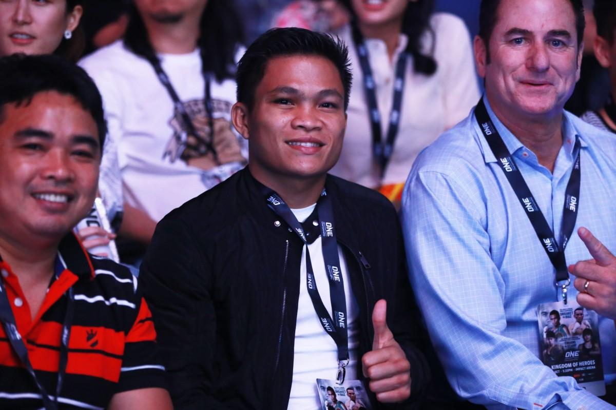 Jerwin Ancajas (middle)