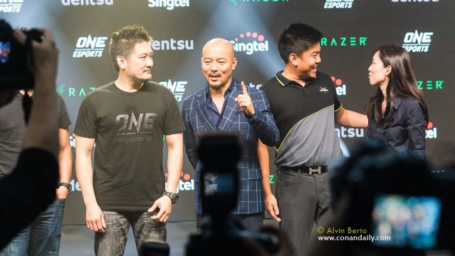 Chatri Sityodtong, Shuntaro Tanaka (photo by Alvin Berto)