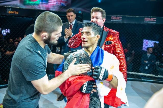 Khabib Nurmagomedov, Stephen Loman (© Brave Combat Federation)