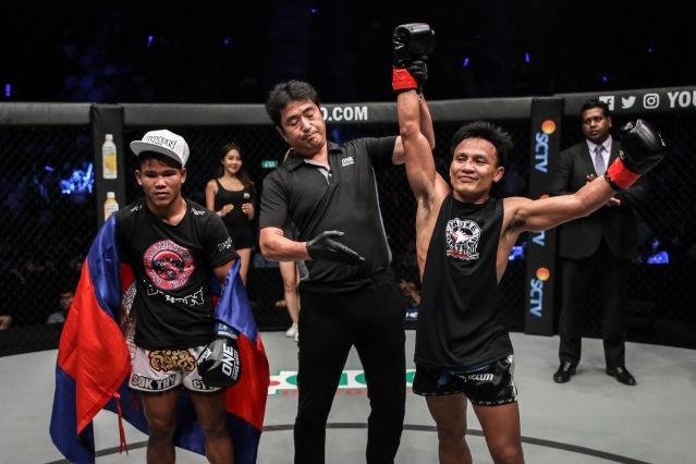 Sok Thy, Atsushi Onari, Lerdsila Phuket Top Team (©ONE Championship)