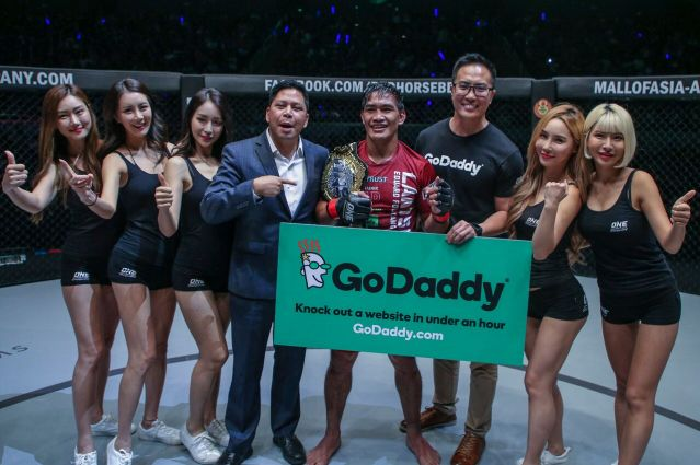 Victor Cui, Eduard Folayang (© ONE Championship)