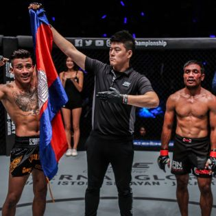 Chan Rothana, Kemp Cheng, Abro Fernandes (© ONE Championship)