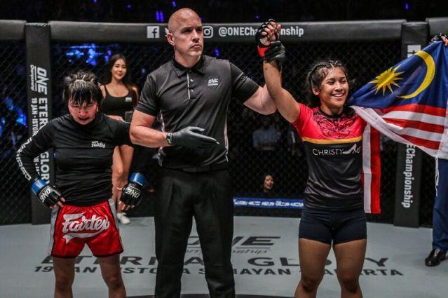 Jenny Huang, Olivier Coste, Jihin Radzuan (© ONE Championship)