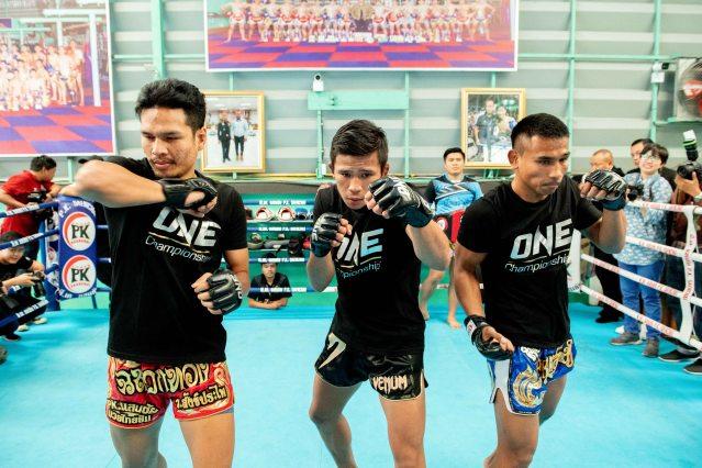 Chamuaktong Fightermuaythai, Superlek Kiatmoo9, Kongsak P.K. Saenchaimuaythaigym (© ONE Championship)
