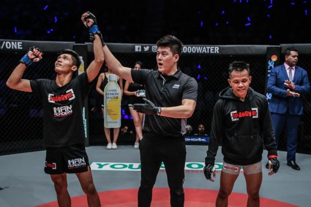 Aziz Calim, Kemp Cheng, Adi Paryanto (© ONE Championship)