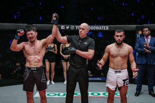 Koji Ando, Olivier Coste, Rasul Yakhyaev (© ONE Championship)