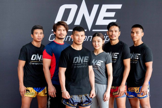 Superlek Kiatmoo9, Shannon Wiratchai, Nong-o Gaiyanghadao, Rika Ishige, Chamuaktong Fightermuaythai, Kongsak P.K.Saenchaimuaythaigym (© ONE Championship)