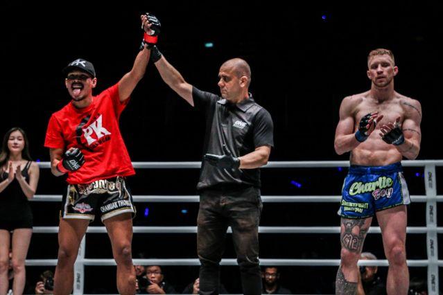 Chamuaktong Fightermuaythai, Elias Dolaptsis, Charlie Peters (© ONE Championship)