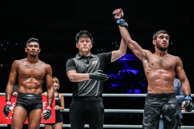 Amir Khan, Kemp Cheng, Saygid Guseyn Arslanaliev (© ONE Championship)