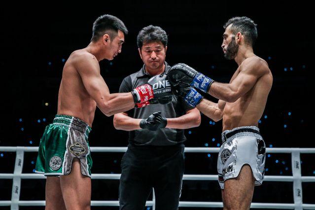 Giorgio Petrosyan, Atsushi Onari, Petchmorakot Petchyindee Academy (© ONE Championship)