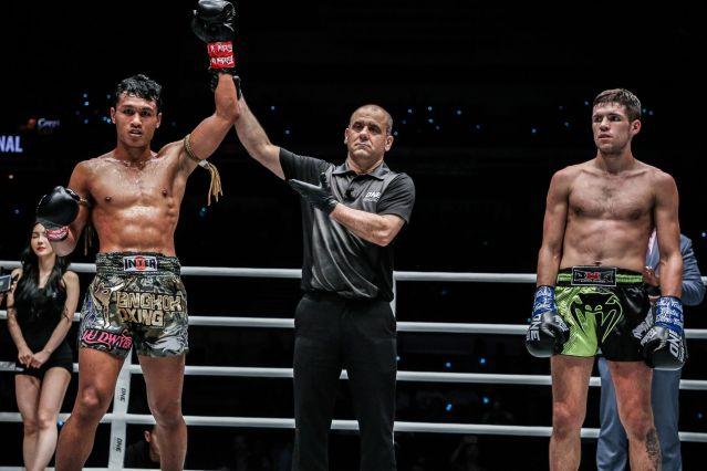 Jo Nattawut, Elias Dolaptsis, Sasha Moisa (© ONE Championship)