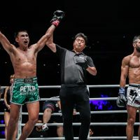 Petchmorakot Petchyindee Academy beats Giorgio Petrosyan in ONE Featherweight Kicboxing World Grand Prix quarter-finals in Singapore