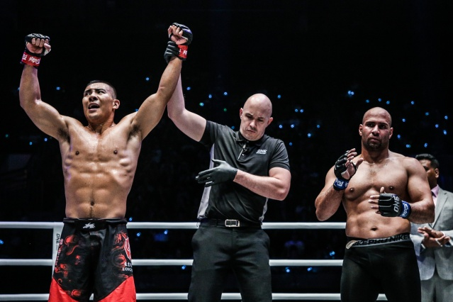 Fan Rong, Olivier Coste, Sherif Mohamed (© ONE Championship)