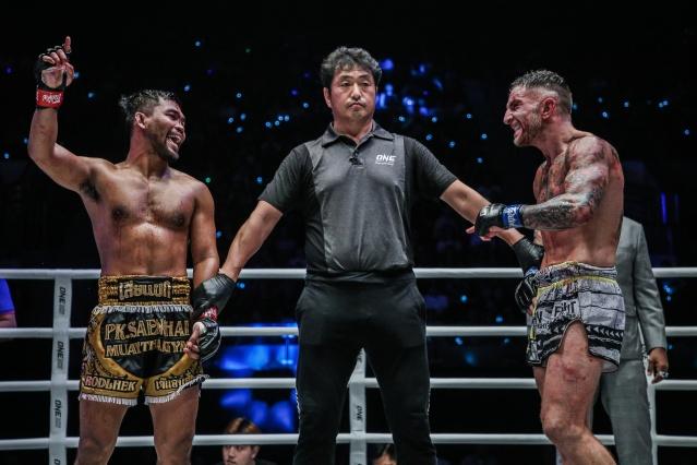 Rodlek PK.Saenchaimuaythaigym, Atsushi Onari, Liam Harrison (© ONE Championship)