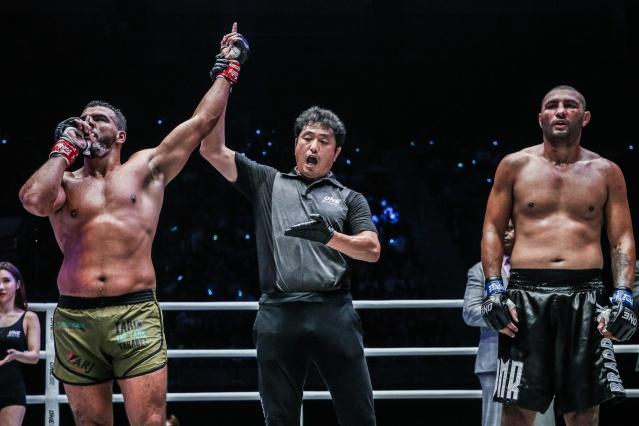 Tarik Khbabez, Atsushi Onari, Anderson Silva (© ONE Championship)
