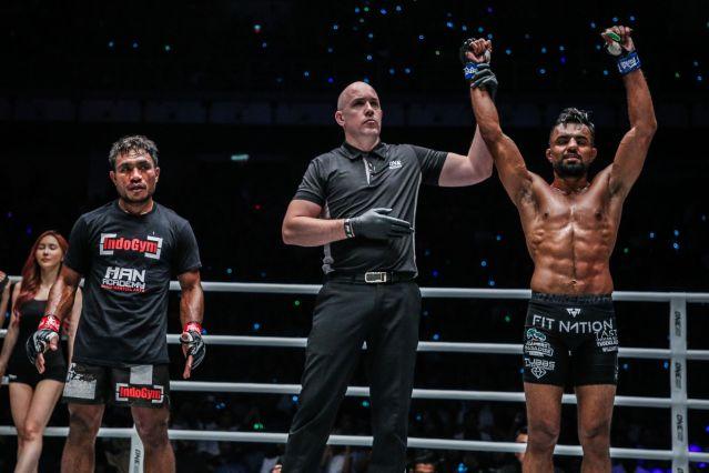 Abro Fernandes, Olivier Coste, Gurdarshan Mangat (© ONE Championship)