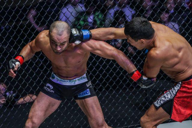 Eddie Alvarez, Timofey Nastyukhin (© ONE Championship)