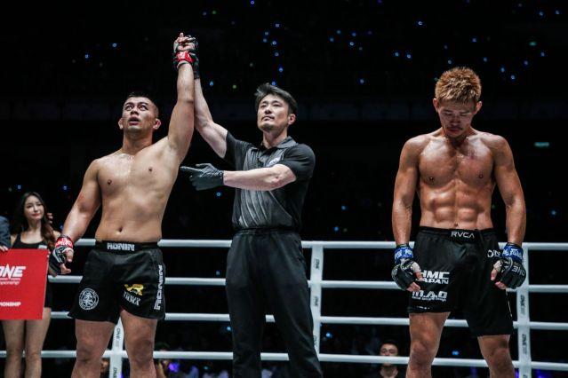 Ev Ting, Yoshinori Umeki, Daichi Abe (© ONE Championship)