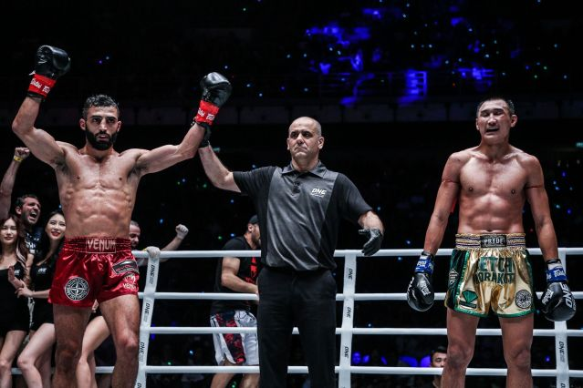 Giorgio Petrosyan, Elias Dolaptsis, Petchmorakot Petchyindee Academy (© ONE Championship)