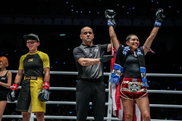 Kai Ting Chuang, Elias Dolaptsis, Janet Todd (© ONE Championship)