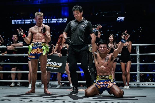 Jonathan Haggerty, Atsushi Onari, Rodtang Jitmuangnon (©ONE Championship)