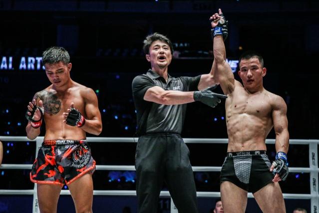 Pongsiri Mitsatit, Yoshinori Umeki, Miao Li Tao (© ONE Championship)
