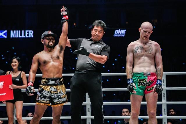 Rodlek PK.Saenchaimuaythaigym, Atsushi Onari, Andrew Miller (© ONE Championship)