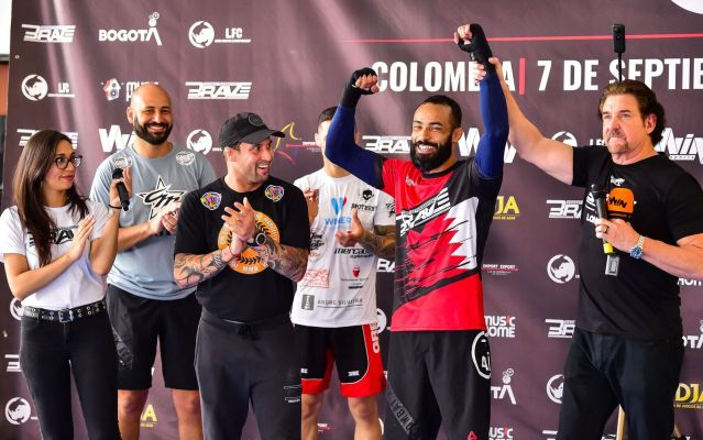 Felipe Silva, Carlos Kremer (2nd and 1st from right) (©Brave Combat Federation)