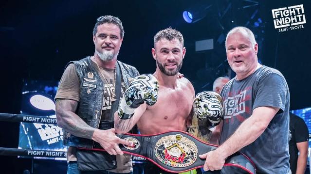 Yohan Lidon [center] (©World Kickboxing Network)