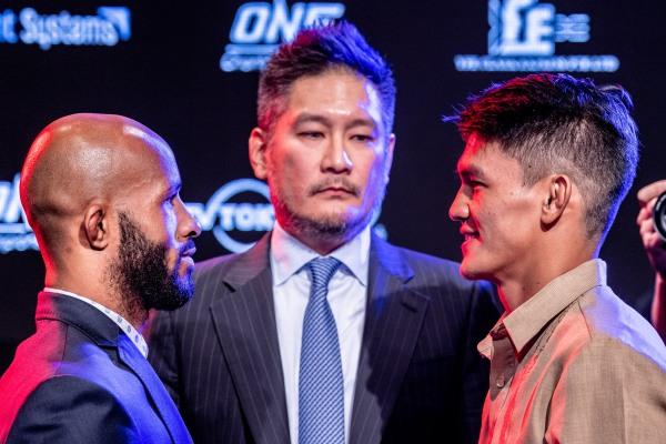Demetrious Johnson, Chatri Sityodtong, Danny Kingad (© ONE Championship)