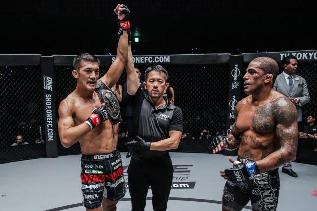 Shoko Sato, Motohiro Tsuruwa, Rafael Silva (©ONE Championship)