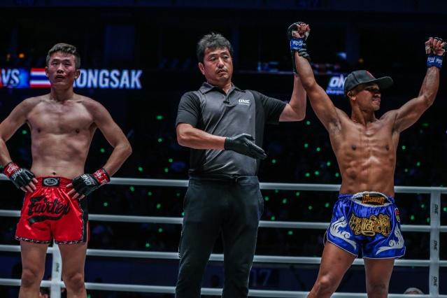 Han Zi Hao, Atsushi Onari, Kongsak PK.Saenchaimuaythaigym (©ONE Championship)