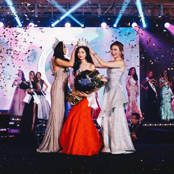 Soyeon Lim (center)