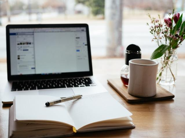 laptop, notepad (©Nick Morrison)
