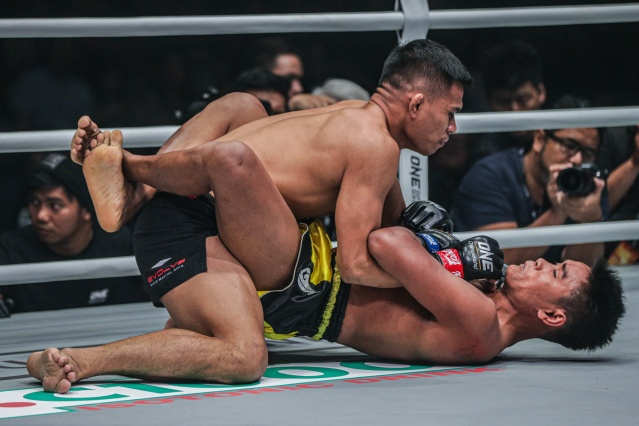 Eko Roni Saputra, Khon Sichan (©ONE Championship)