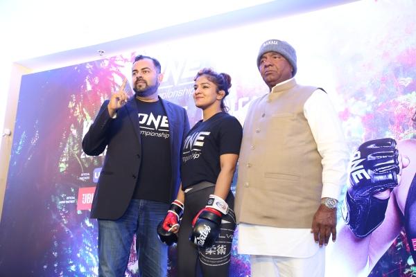 Hari Vijayarajan, Ritu Phogat, Mahavir Singh Phogat (©ONE Championship)