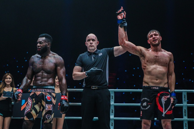Leandro Ataides, Olivier Coste, Reinier de Ridder (©ONE Championship)