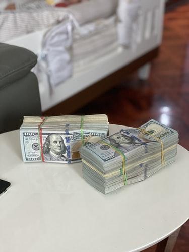 wads of dollar bills (©Celyn Kang)