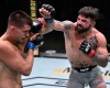 Mickey Gall, Mike Perry (©UFC)